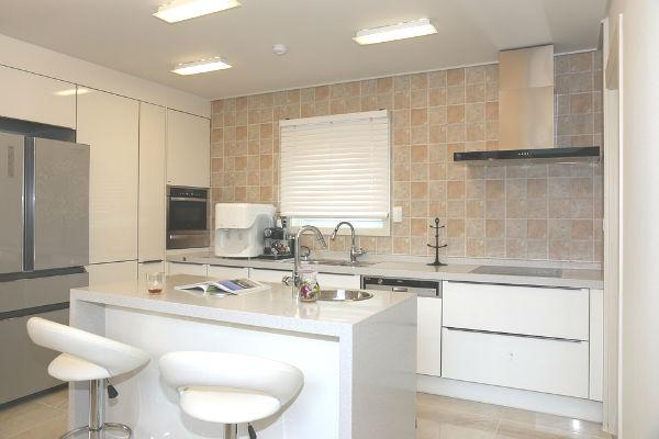 """""""家事が楽になる""""とウワサの最新のキッチンの機能に関する体験談"""
