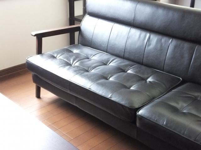 ローソファーがおすすめ!用途、シーンから選ぶ家具
