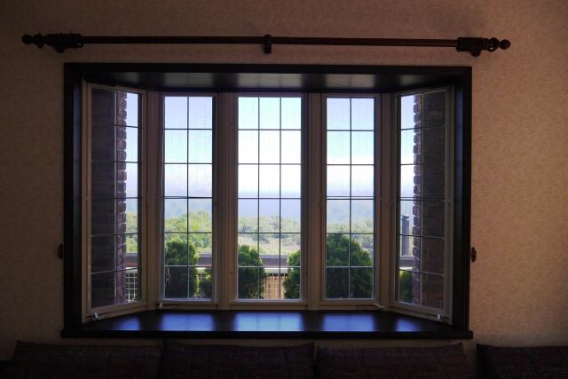 出窓で部屋に開放感を。中から、外から効果的な出窓設計 Film | 福井の生活情報メディアサイト