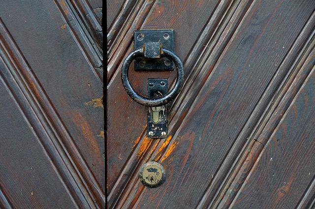 ドアは内開き?外開き?ドア一つから住宅設計。